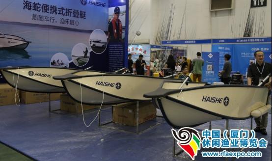 海蛇便携式折叠艇,这种船艇实现了人们可以开着车,后备箱只要放置这样的折叠艇,就可以随时地出海游玩